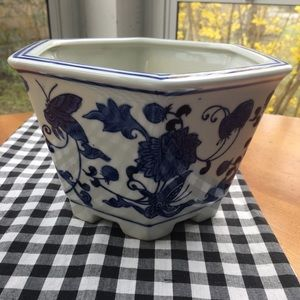 Chinoiserie blue white style planter butterflies